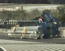 熱血護士國道爬大貨車救人