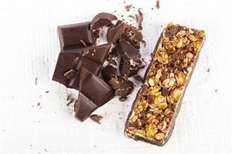健康零嘴PK 黑巧克力VS穀物棒誰勝?