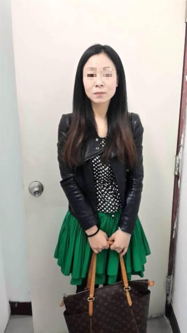 來自福州的陳女以自由行名義來台賣淫,被警方在旅館外查獲。(林郁平翻攝)