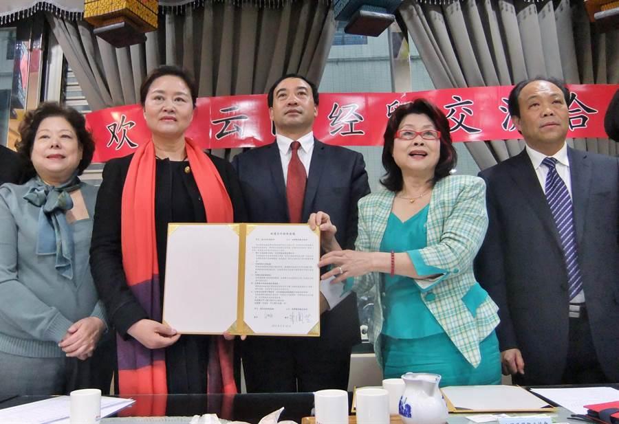 台灣優質觀光協會與雲南省旅遊協會簽署協議。(莊舒仲攝)