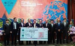 高雄兩大不動產開發商公會捐贈166萬 添置國中小AED