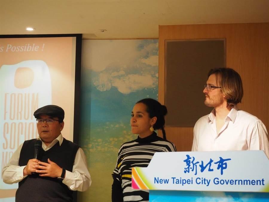 卡爾敏妲(中)、哈法艾爾(右)到新北市政府分享參與式預算推動經驗,左為國際知識集體亞洲區召集人林深靖。(新聞局提供)