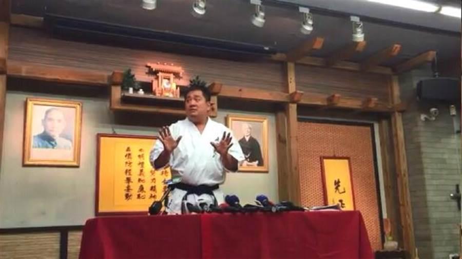 朱雪璋當時還大開記者會,認為媒體亂寫。(陳鴻偉翻攝)