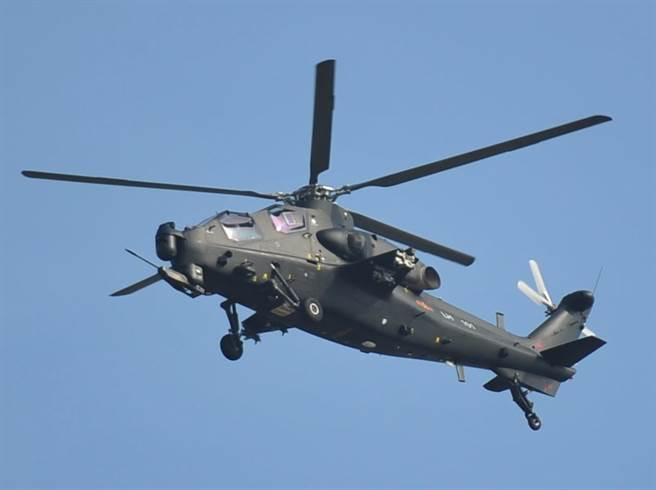 圖為中國直-10直升機2012年在珠海航展亮相的資料照。(圖/中新社)