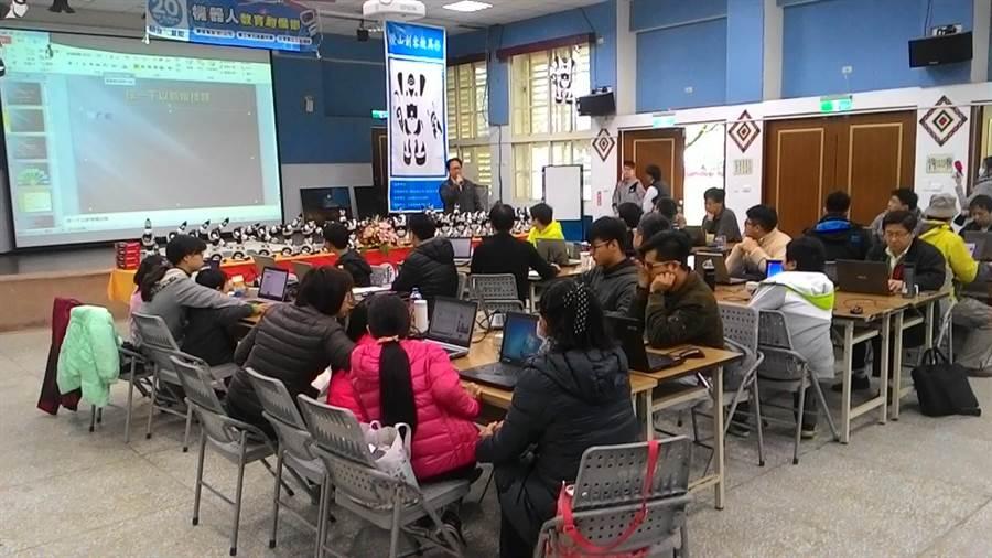 邀請到太平國小老師呂奎漢到場主講。(楊漢聲翻攝)