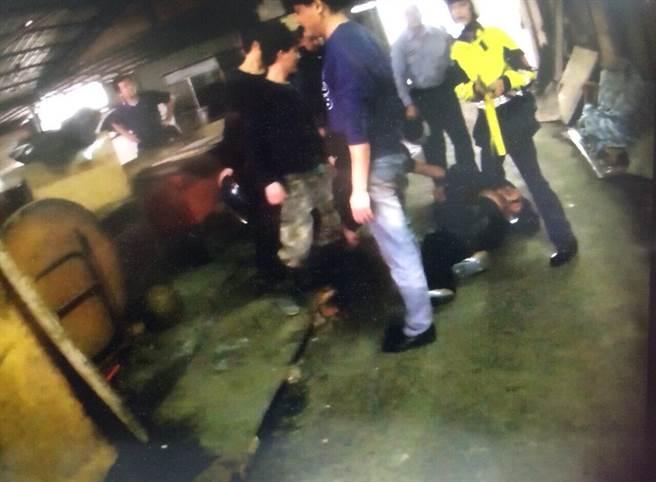 董嫌最後被警方逮捕送辦。(葉德正翻攝)
