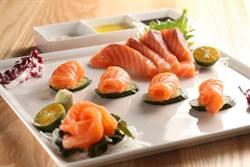 美威鮭魚搶灘美食古都 冰鮮直送鮭魚挑動府城人的味覺