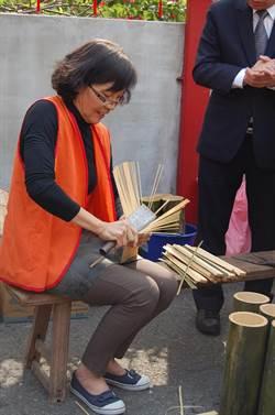消失中的傳統手藝 大竹管剖成0.1公分細香腳