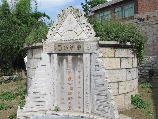 陳蘊瑜將軍衣冠塚,有著青天白日的形象(圖/陳瑾)