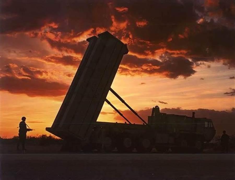 「戰區高空防禦飛彈系統」的發射載具(摘自維基百科)