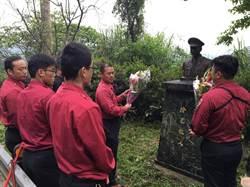 緬懷殉職英雄 新店消防隊向故小隊長李合豐銅像致敬