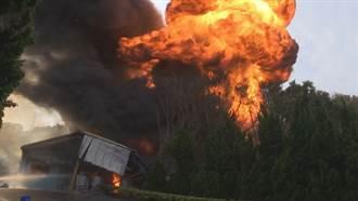 苗栗塗料工廠大火  濃煙遮蔽國道視線
