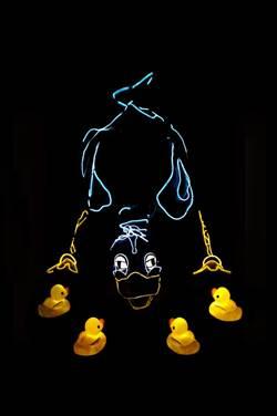 醜小鴨結合科技 美國奇幻炫光劇團演給你看