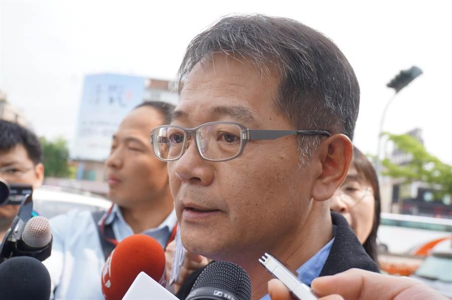 富有公司總經理室特助林志彥強調,3月31日由最高法院強制執行第一次拆除,限期地主10日內搬遷,今天上午執行強制拆除,完全合法。(盧金足攝)
