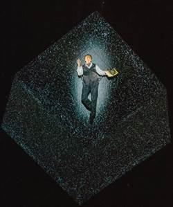 羅伯勒帕吉《癮‧迷》 展現舞台上的時空旅行
