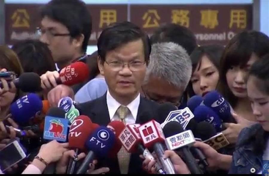 中研院長翁啟惠返國現身。(圖/中視新聞畫面)