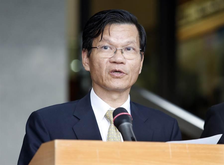 中研院長翁啟惠在評議會結束後出面說明會議情形。(姚志平攝)
