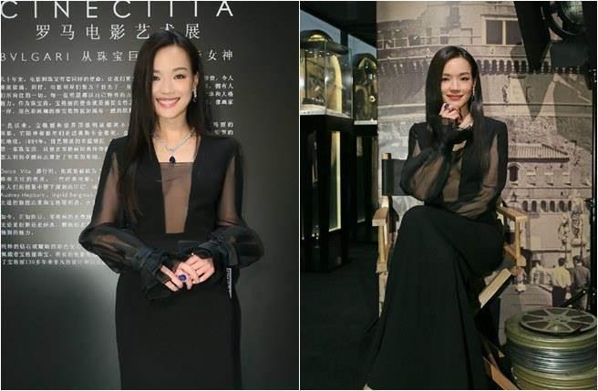 舒淇昨飛北京出席時尚活動,大露性感乳溝。(圖/取自寶格麗微博)