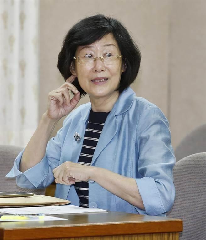 法務部長羅瑩雪20日到立法院備詢表示:「我做了什麼傷天害理的事情,值得他們深惡痛絕嗎?我替他們感到難過,因為他們被嚴重欺騙」。(姚志平攝)