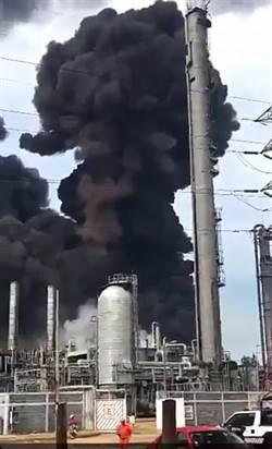 濃煙直竄! 墨西哥煉油廠大爆炸 上百人疏散
