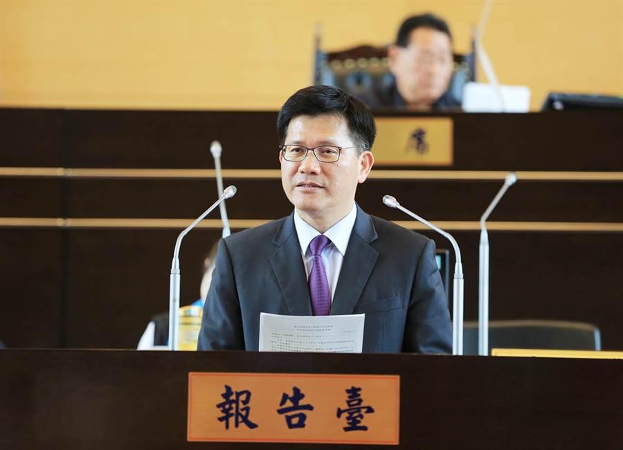 台中市長林佳龍今天於市議會施政報告中,強調將強化與中央合作打造台中全球智慧機械之都。(陳世宗攝)