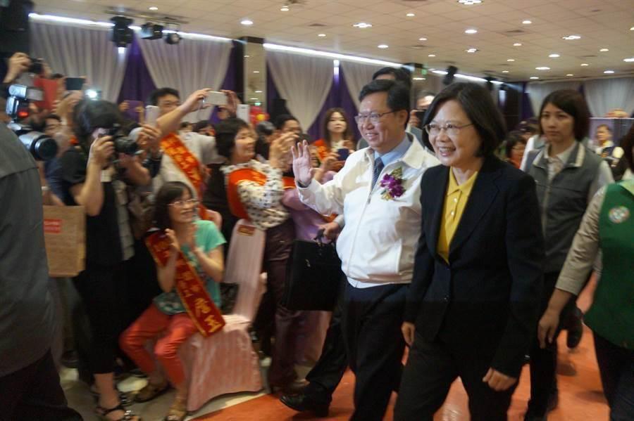 總統當選人蔡英文到桃園參加桃園市勞工表揚大會。(甘嘉雯攝)