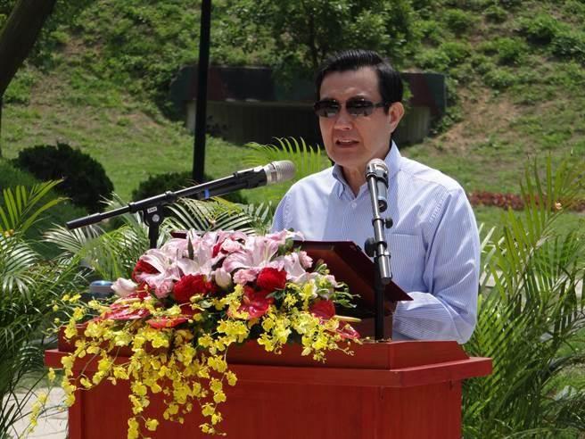 總統馬英九29日赴金門和平紀念廣場主持兩岸和平紀念碑揭碑儀式。(蔡浩祥攝)