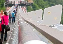 屏東琉璃吊橋 半個月132顆琉璃珠被偷