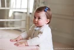 英夏綠蒂小公主明滿周歲 開始學走路了!