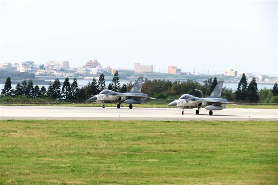 空軍部署IDF經國號戰機,執行台海第一線防空警戒、攔截任務的天駒部隊,今年將延長駐防至年底。(中時資料庫)