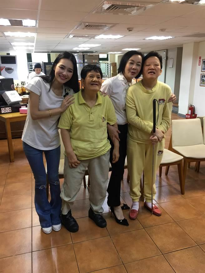 王思佳與布蘭妮3日出席公益活動,鼓勵民眾參加義賣,幫助弱勢族群。(林俐瑄攝)