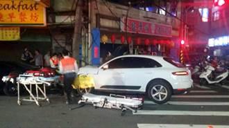 保時捷休旅車撞電線桿 扯落電線三人受傷送醫