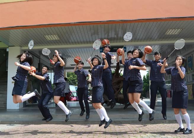 新竹縣東泰高中成立羽球隊4年、籃球隊10年,今年有10位選手錄取公立大學。(莊旻靜攝)