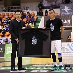 吳永仁高掛戰靴 轉任富邦助教續籃球夢