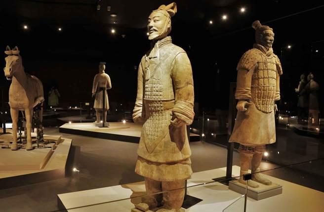 故宮特展所展出的兵馬俑陣仗浩大、氣勢驚人。(圖/ 時藝多媒體 提供)