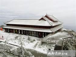 四川峨眉山飄罕見五月雪