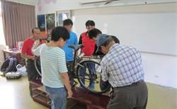 中市府自行車維修講堂 教導廢棄車回收再利用