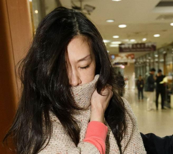 幫丈夫找人蛇偷渡大陸 朱雪璋妻哭窮交保大喊「對不起」。(資料照片,杜宜諳攝)