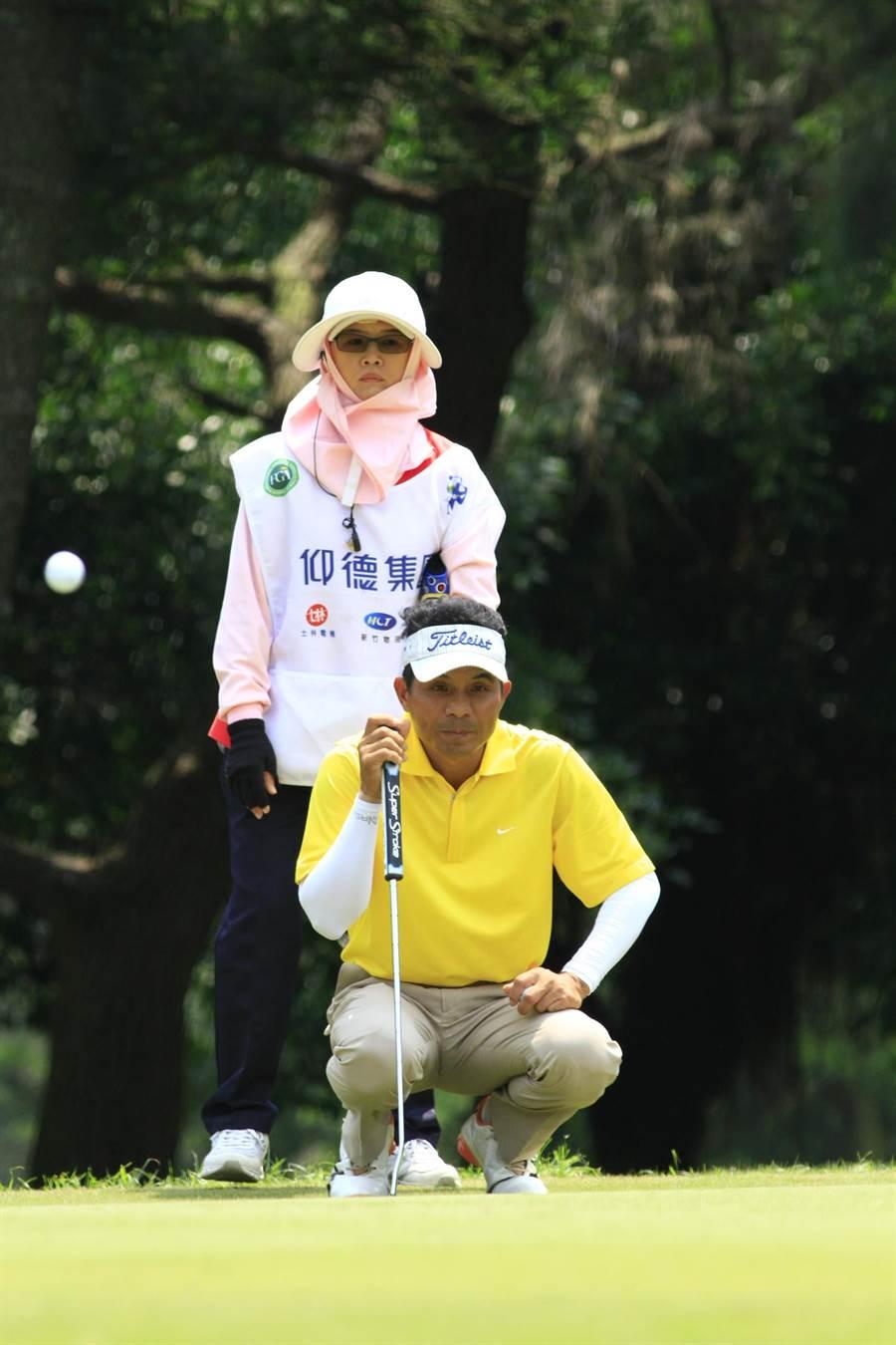 將近40歲才考上高球職業選手的翁永田,從商人變成高球場上高手。(圖:仰德集團提供)
