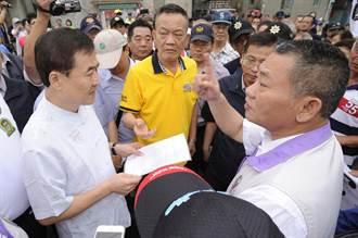 副市長陳景峻出席龍舟點睛儀式 居民陳情抗議