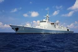 陸最新艦隊忙練兵 逾百導彈威懾南海