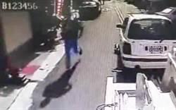 員警執行違停拖吊 失控男持刀攻擊遭逮