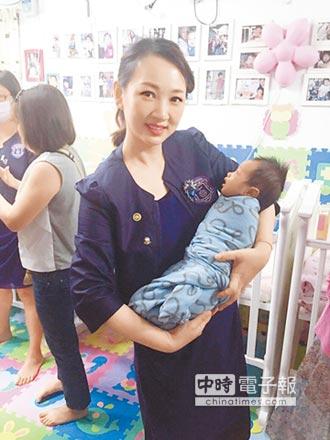 關懷弱勢重身教 帶女拍公益廣告 郁方小三兒因棄嬰領悟幸福