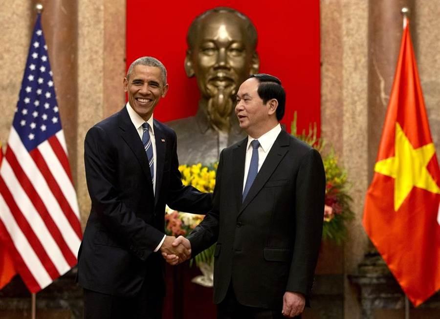 2016年5月23日,美國總統歐巴馬與越南國家主席陳大光會面。(圖/美聯社)