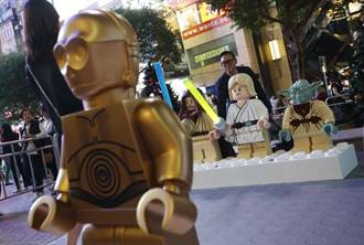 迎合玩具市場 樂高積木漸顯暴力