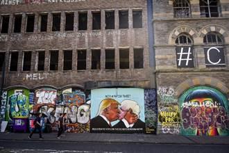川普街頭擁吻強森是哪招?塗鴉呼籲英留歐盟