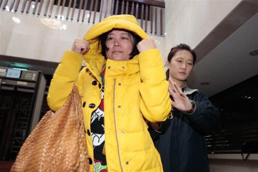 知名股市炒手鄒勝的胞妹鄒春香(左)違法吸金,判囚9年6月。(中時資料照)