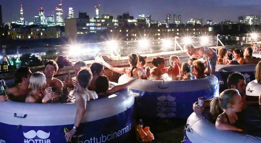 位在曾文水庫內的「趣淘漫旅」將有類似國外的泡泡浴缸電影院。(業者提供)
