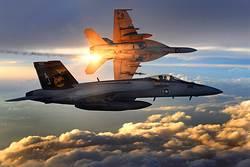 美兩架F/A-18戰機互撞墜海 4飛行員輕傷