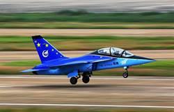 中共公佈練-15攻擊機首飛畫面